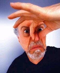 Você costuma exalar um mau-cheiro excessivo?